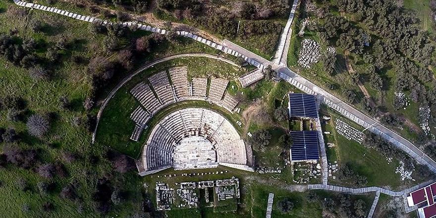 İzmir'de 2 bin yıllık 'oda mezarlar' bulundu