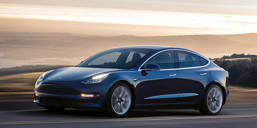 Tesla Model 3 ile Amerika'daki en hızlı yolculuğu yaptılar