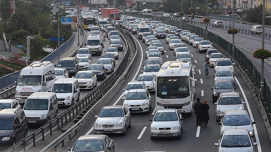 Yeni trafik cezaları! Emniyet şeridi ve kırmızı ışık cezası artıyor