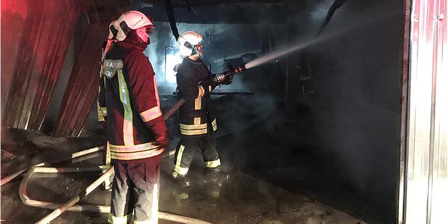 Denizli'de üç imalathane ve bir depo yandı