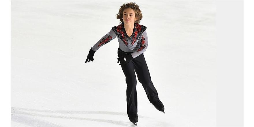 12 yaşında dünya rekoru sahibi Efe buz patenine 'büyük' umut oldu
