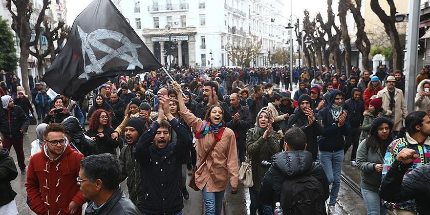 Tunus'ta hayat pahalılığı protestolarında gözaltılar