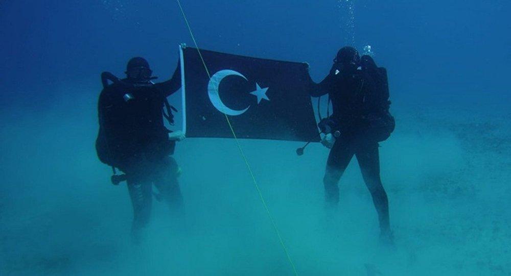 Yunanistan'dan Girit'te denizaltında Türk bayrağı açan dalgıç askerlere tepki
