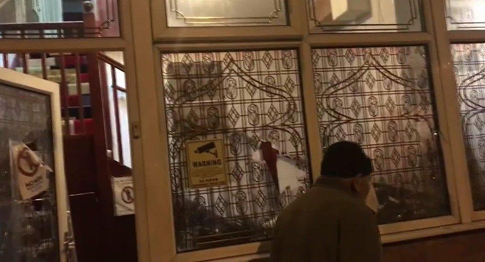 İngiltere'de 4 camiye balyozla saldırı düzenlendi