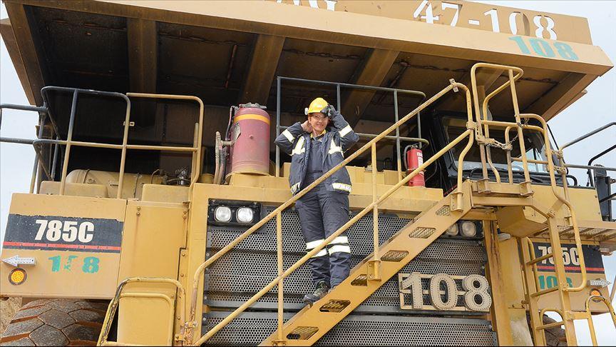 'Dev kaya kamyonu'nun kadın operatörü