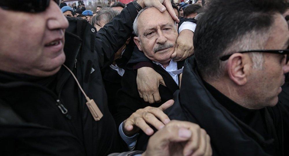 Kılıçdaroğlu'na Ankara'da cenaze töreninde saldırı