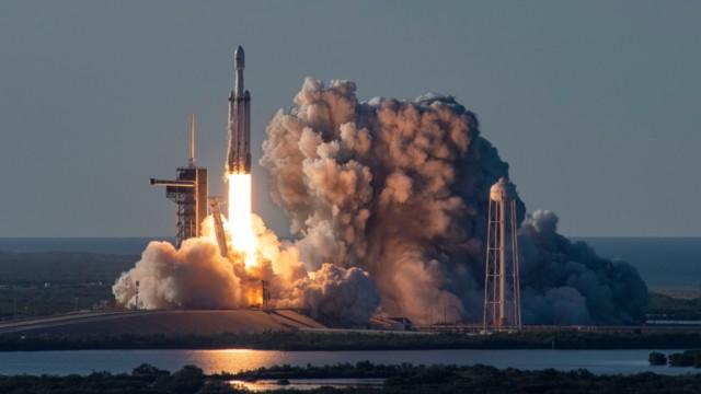 SpaceX'in roketi patladı!