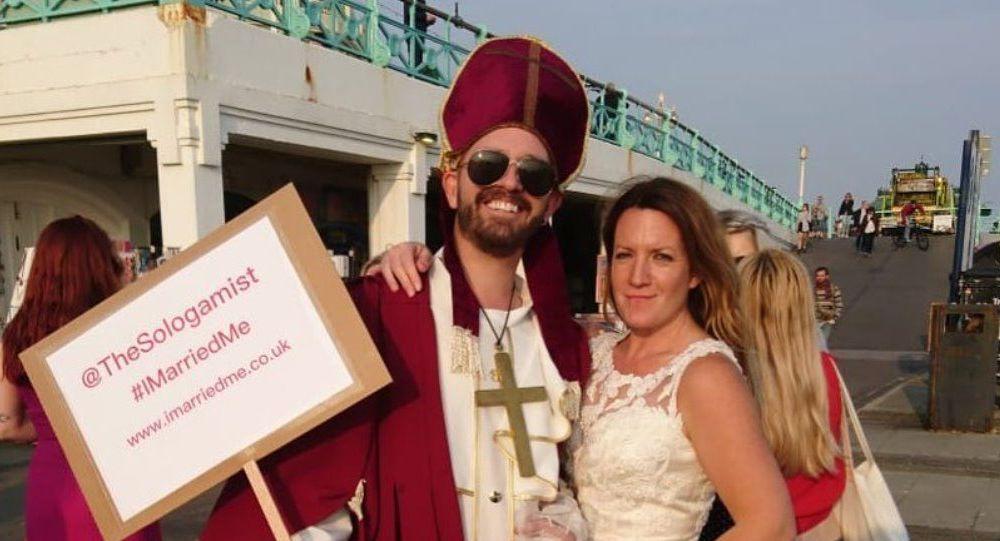 Dört yıl önce kendiyle evlenen kadın nikah tazeledi