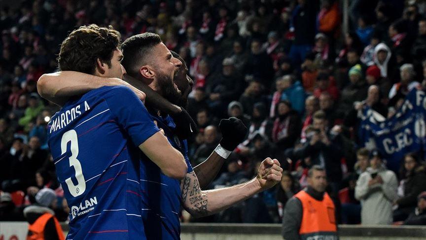 Giroud bir yıl daha Chelsea'de