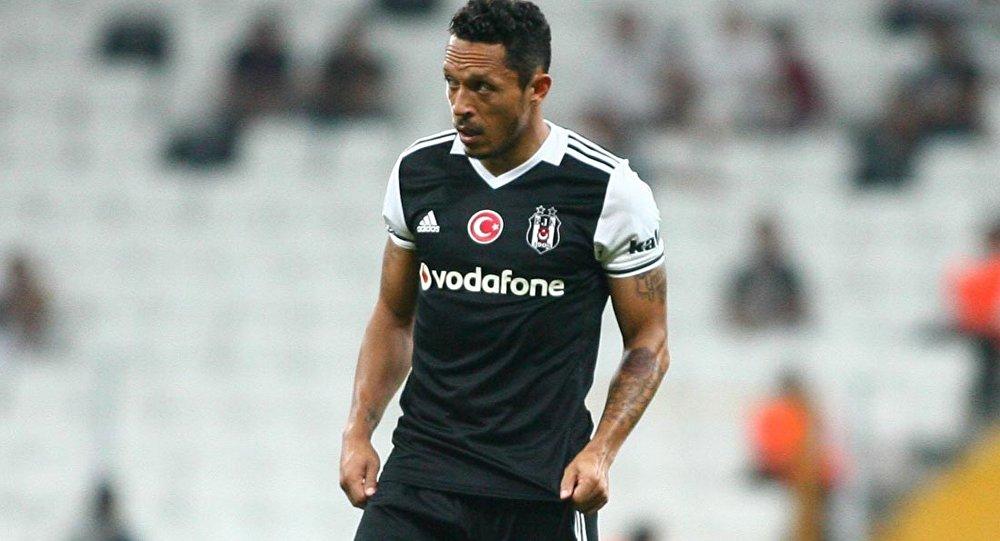Adriano: Galatasaray maçında neler oldu anlayamadık