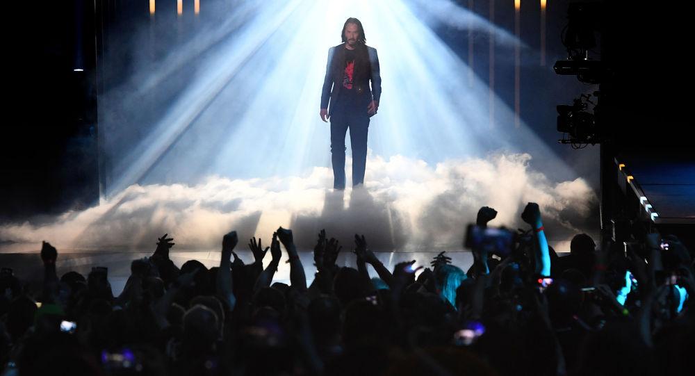 ABD'li oyuncu Keanu Reeves, Xbox sunumunda yeni oyunu gölgede bıraktı