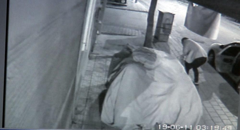 3 kişi marketin önüne tuvaletini yapıp karpuz çaldı