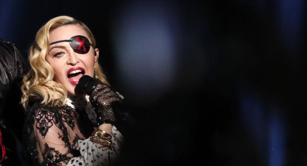 Madonna silahlı şiddeti protesto eden videosundan rahatsız olanlara seslendi