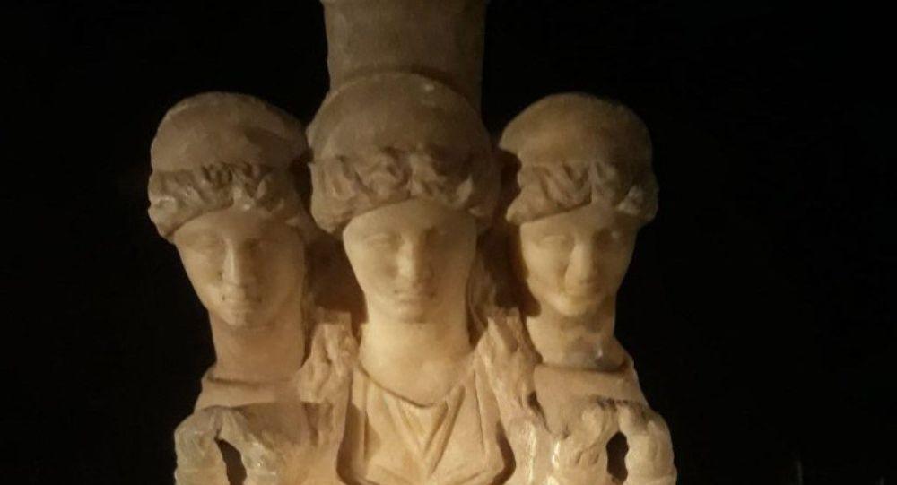 Roma dönemine ait kanatlı ve 3 başlı kadın heykeli ele geçirildi