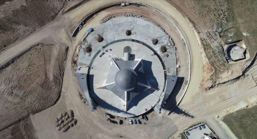'Ay yıldız' mimarili cami ibadete gün sayıyor