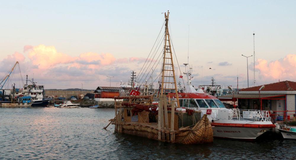Kamıştan tekne Boğaz'da