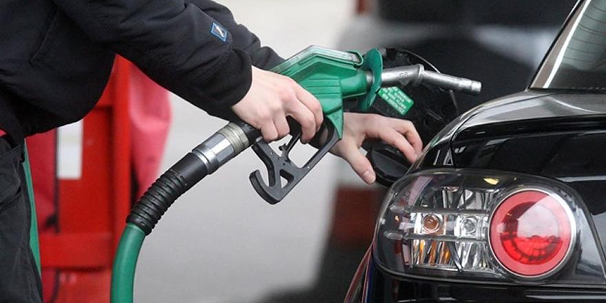 Benzinin litresine gece yarısı 12 kuruş zam geliyor