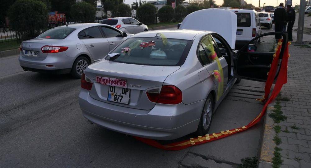 Adana'da bir kadına silahlı saldırı: Plakasında 'Evleniyoruz' yazan bir araçtan ateş edildi