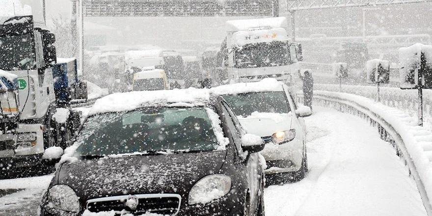 İstanbul'da beklenen kar başladı