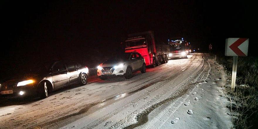 Çanakkale'de ulaşıma kar ve tipi engeli