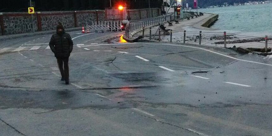 İstanbul'da sahil yolunda asfalt çöktü
