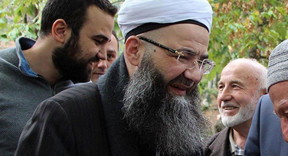 'Cübbeli'den 'İslamcı değil Müslümanım' diyen Karamollaoğlu'na tepki