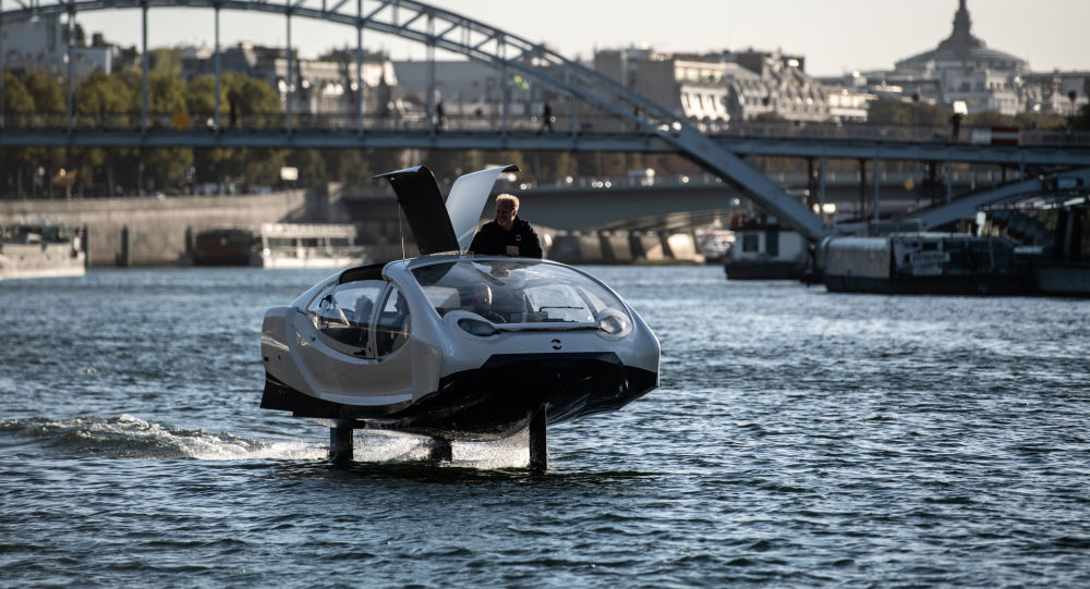 'Uçan' taksi Fransa'da Seine Nehri'nde test edildi