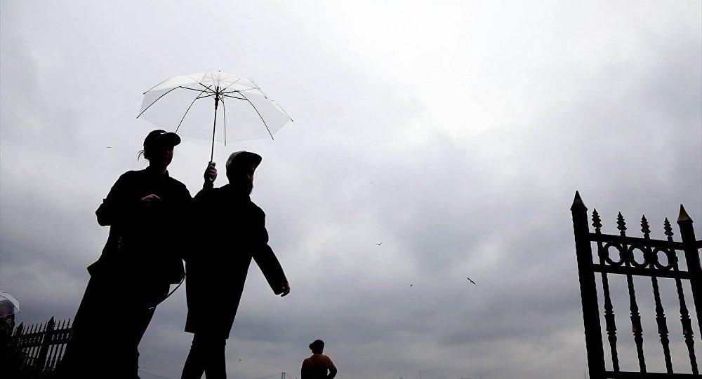 Meteoroloji İstanbulluları sağanak yağışa karşı uyardı, saat verdi