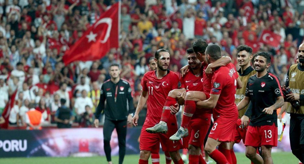 THY uçuş ekibinden Türkiye A Milli Futbol Takımı'na özel anons
