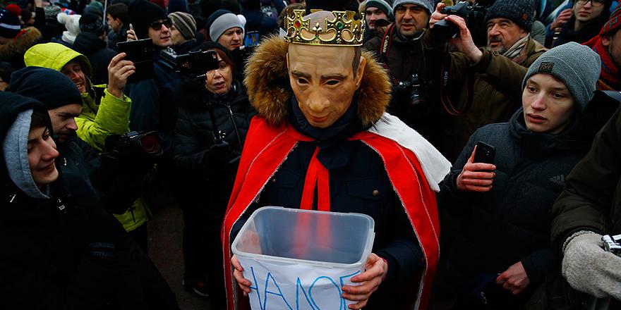 Rusya'da seçimleri protesto eden binlerce kişi sokaklara çıktı