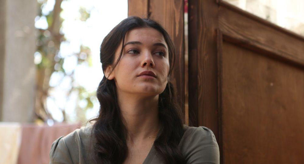 Can Yaman'ın partneri olması beklenen Pınar Deniz, dizi projesinden çekildi