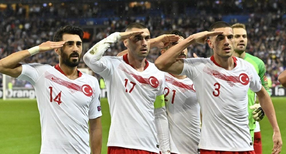 Asker selamı veren Türkiye A Milli Futbol Takımı oyuncularına ceza yok
