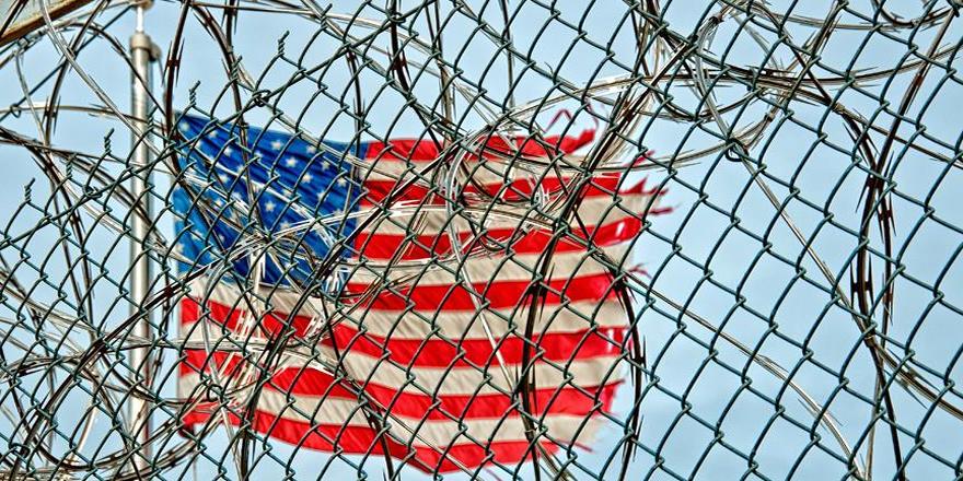 Trump'tan Guantanamo'yu kapatmama kararı