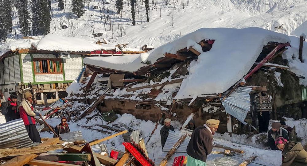 Pakistan'da kar yağışı sebebiyle 75 kişi hayatını kaybetti
