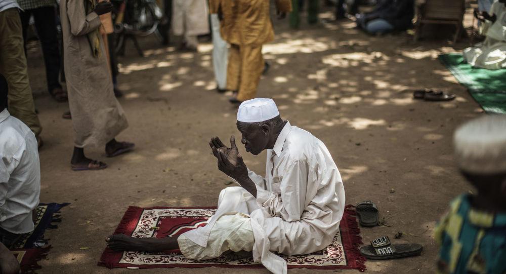 Ugandalı imama 'sahte gelin' sürprizi: Evlendiği kişi erkek çıktı