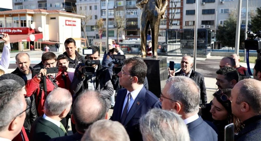 İmamoğlu, Bayrampaşa'daki Atatürk heykelini beğenmedi