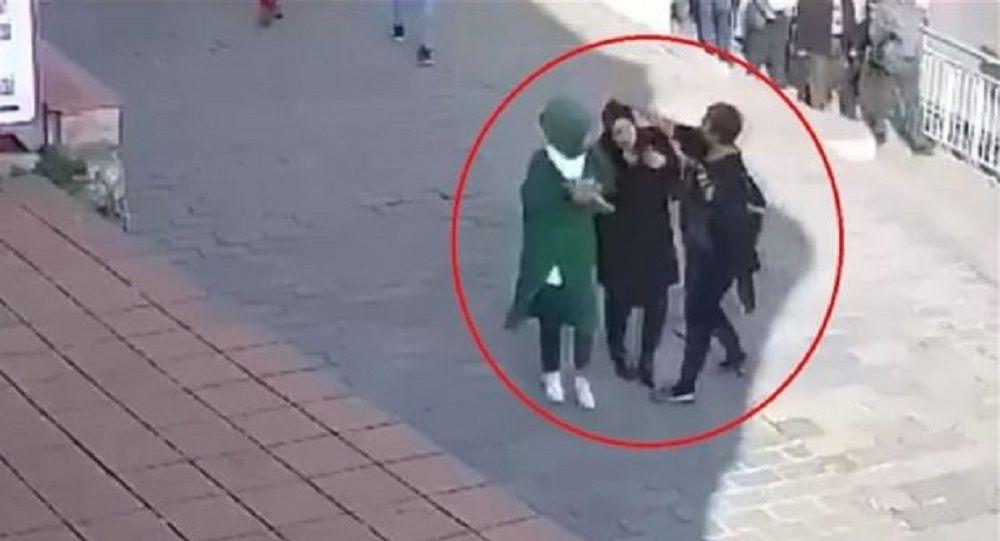 Karaköy'de başörtülü kızlara saldırı davasında karar