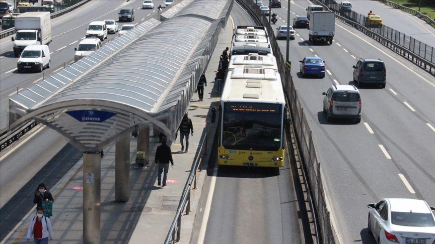 İstanbul'da toplu taşımada yoğunluk gözlendi