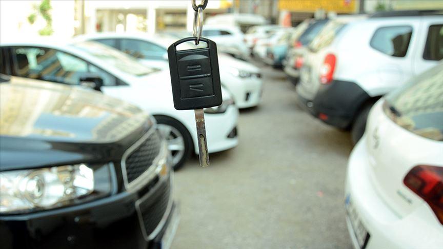 İkinci el araç satışları azaldı, fiyatlar yükseldi