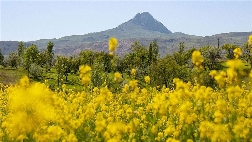 Tekelti Dağı'nda bahar kartpostallık manzaralar oluşturdu