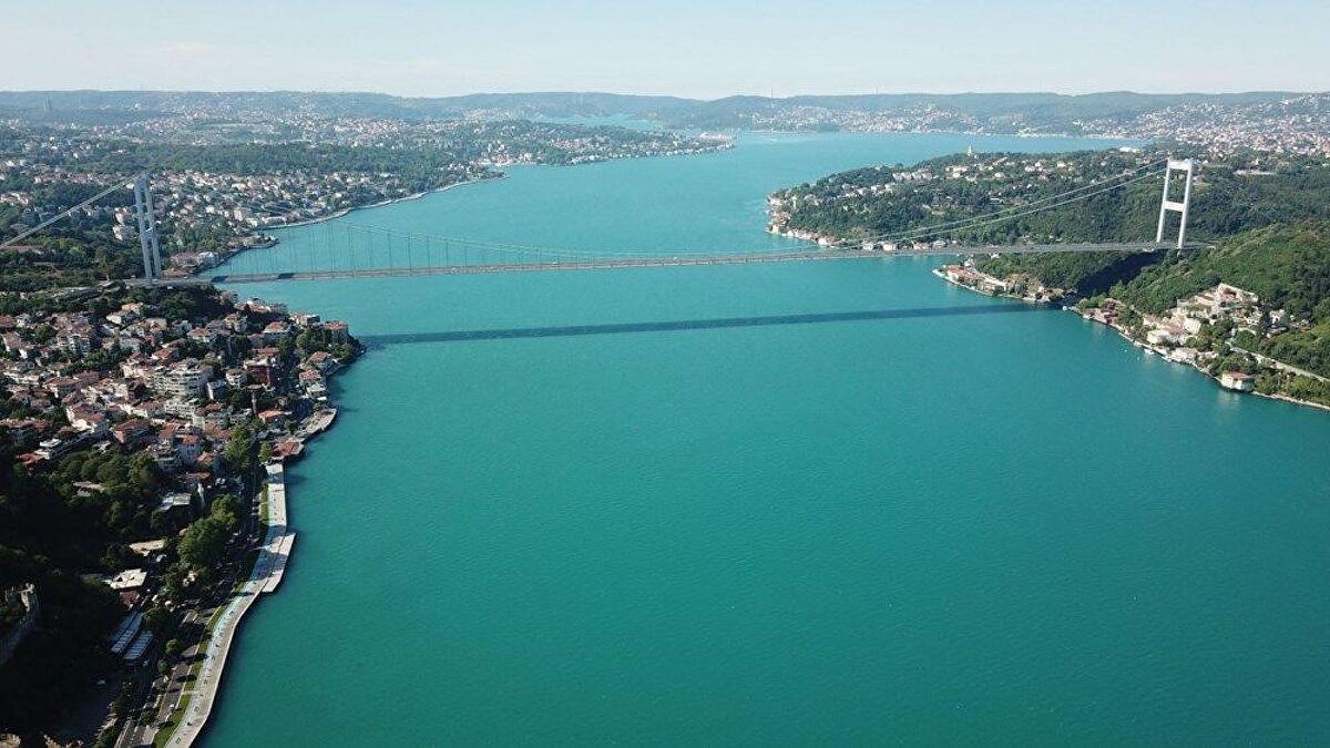 İstanbul Boğazı'ndaki renk değişiminin sebebi yosun patlaması
