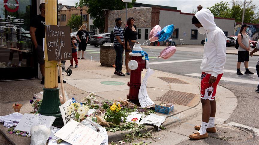 Minneapolis Belediye Başkanı: George Floyd'un ensesine diziyle bastıran polis cezalandırılmalı