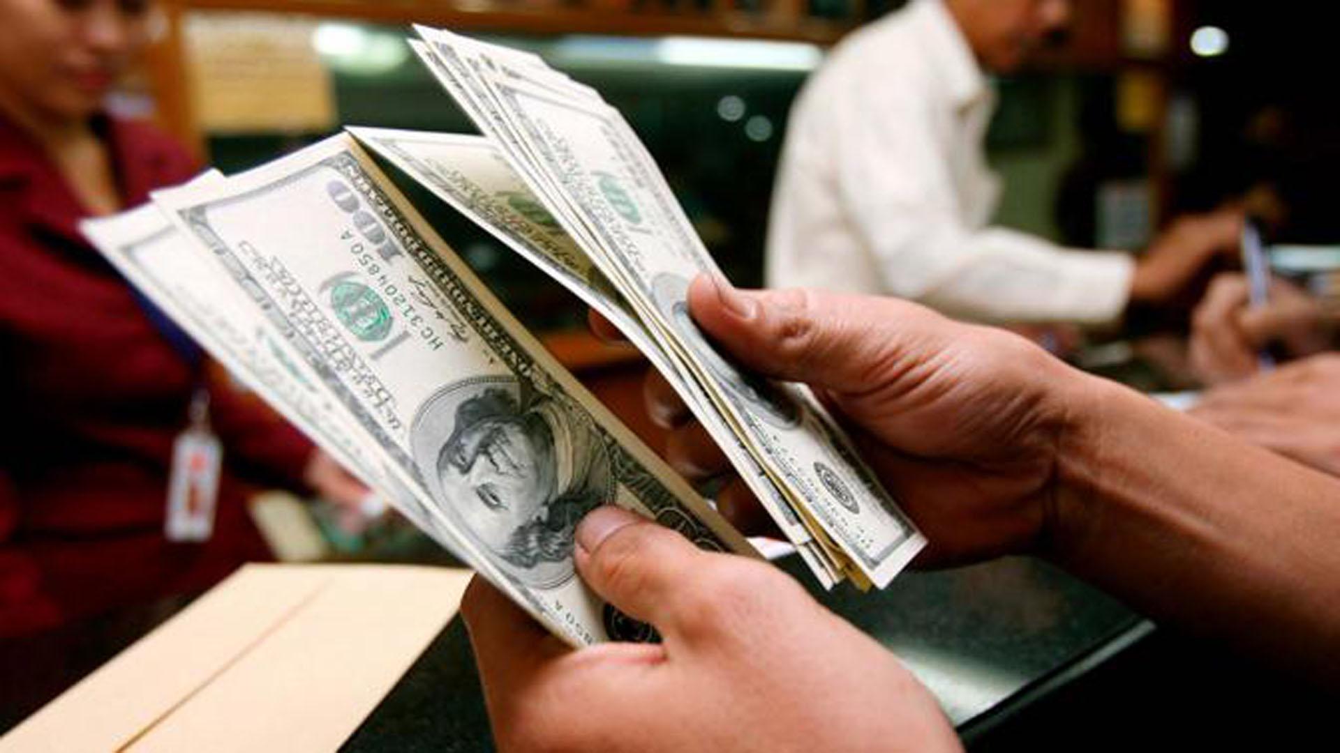 Küresel piyasalarda gelişmelerle dolar 3.83, euro 4.52 lirada
