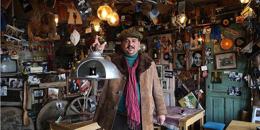 Nostaljik eşyaları 20 metrekarelik çay ocağında sergiliyor