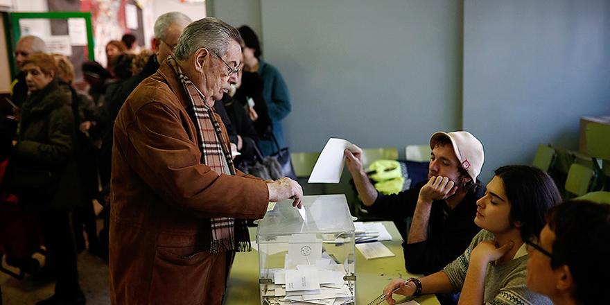 Katalonya'da halk parlamento seçimi için sandık başında