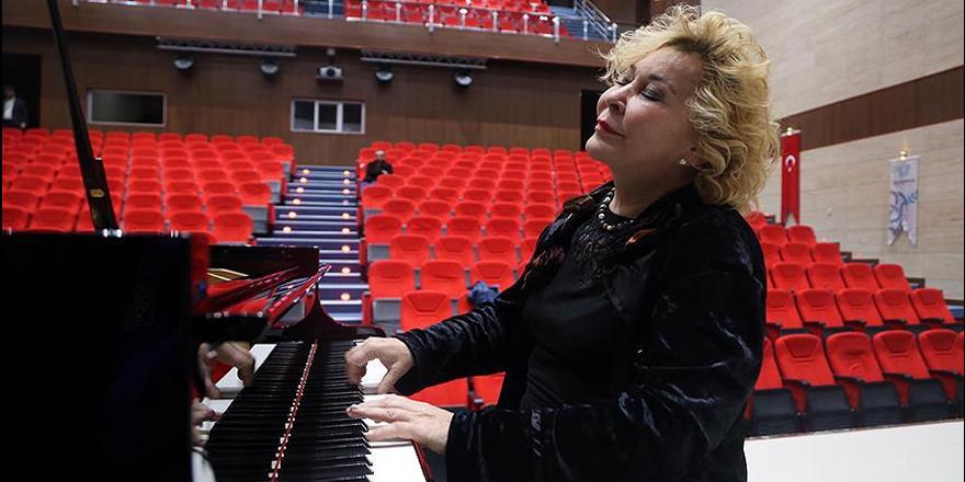 'Annemin piyano, babamın keman sesleriyle büyüdüm'