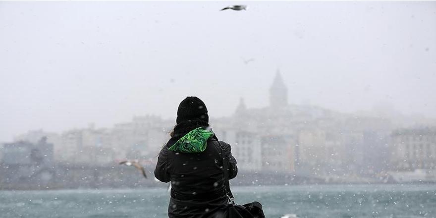 İstanbul'da Anadolu Yakası'nda kar yağışı başladı